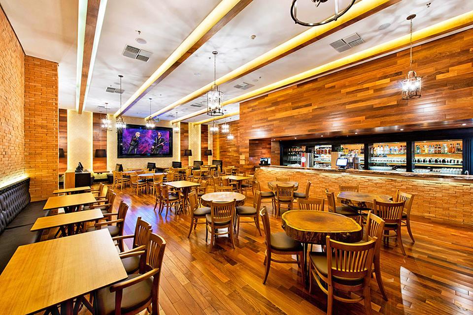 Interior e arquitetura do Restaurante Madero
