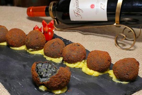 Croquetas de lula do restaurante Colón em Goiânia | Foto: Geovanna Cristina/Divulgação