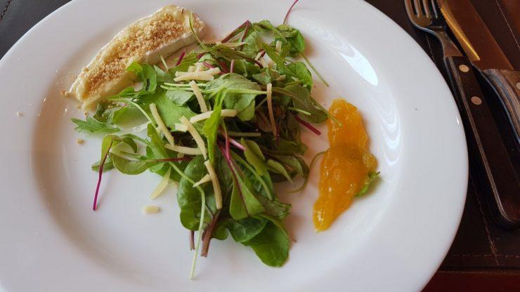 Salada é uma das entradas disponíveis na JP Steakhouse | Foto: Luísa Gomes/Mais Cinco
