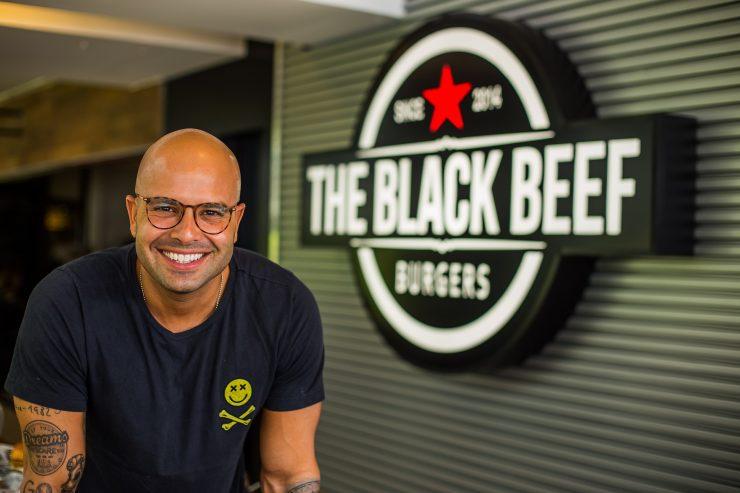 Chef Deco Sadigursky, o idealizador do The Black Beef | Foto: Rômulo Juracy