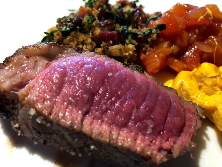 Ponto da carne no Matturado BBQ: perfeito para quem aprecia o sabor da carne | Foto: Luísa Gomes/Mais Cinco