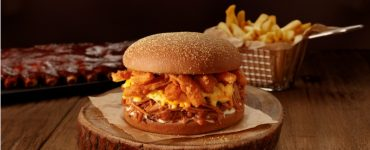 Outback traz de volta o Festival de Ribs com prato que fez sucesso na primeira edição: o Ribs Bloomin' Burger   Foto: Ricardo de Vicq/Outback