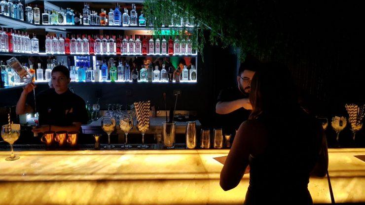 Bartender é sócio do Zimbro Bar em Goiânia