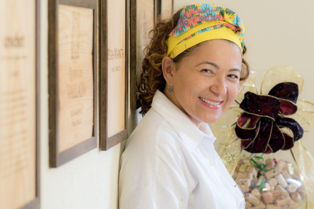 Chef Edvânia Nogueira comanda cozinha do Porto Cave em Goiânia | Foto: Layza Vasconcelos