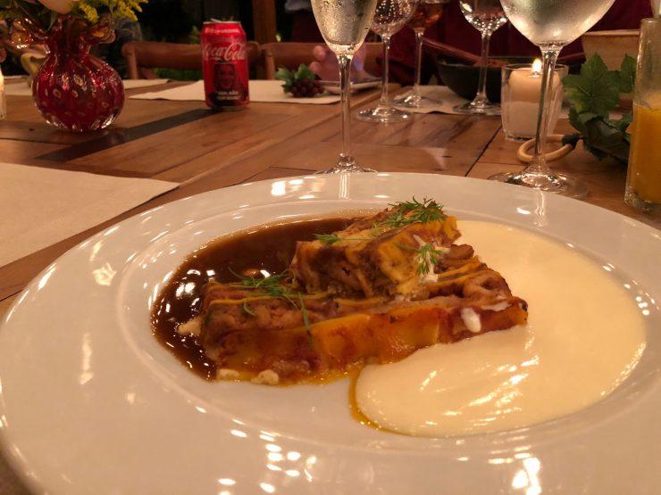 Lasanha de ragu suíno e frutos do mar surpreendeu pelo sabor equilibrado | Foto: Luísa Gomes/ Mais Cinco