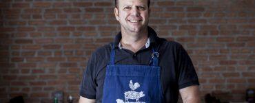 Churrasqueiro Luiz Fiori comanda o restaurante Armazém do Churrasqueiro em Goiânia | Foto: Edgard Soares