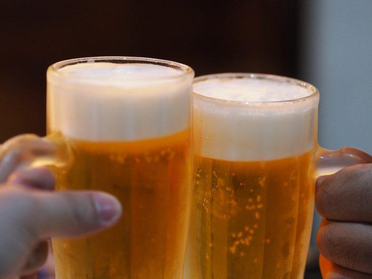Brinde com cerveja | Foto: Pixabay