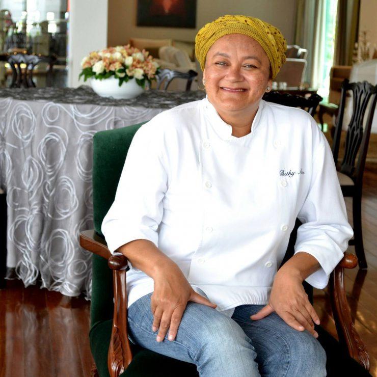 Bethynha Alves é chef do Palácio das Esmeraldas| Foto: Arquivo Pessoal