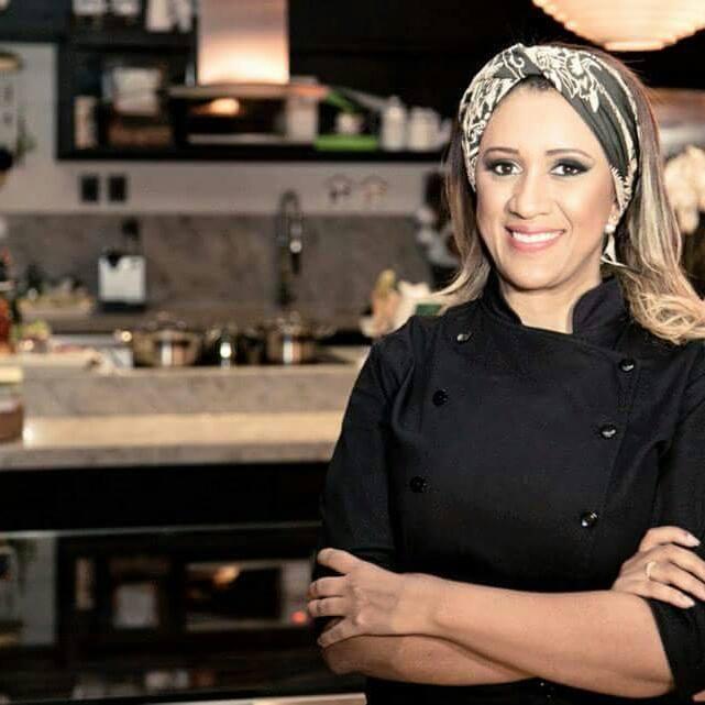 Elaine Moura é chef proprietária do Buffet Accontece e da PopCorn Gourmet | Foto: Arquivo Pessoal