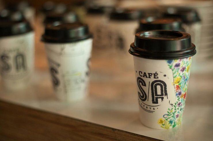 Café S/A em Anápolis tem copos térmicos no estilo americano | Foto: Divulgação