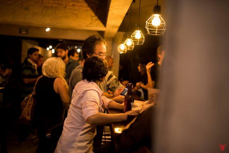Roça Brew Pub tem atmosfera moderna em Goiânia | Foto: Divulgação