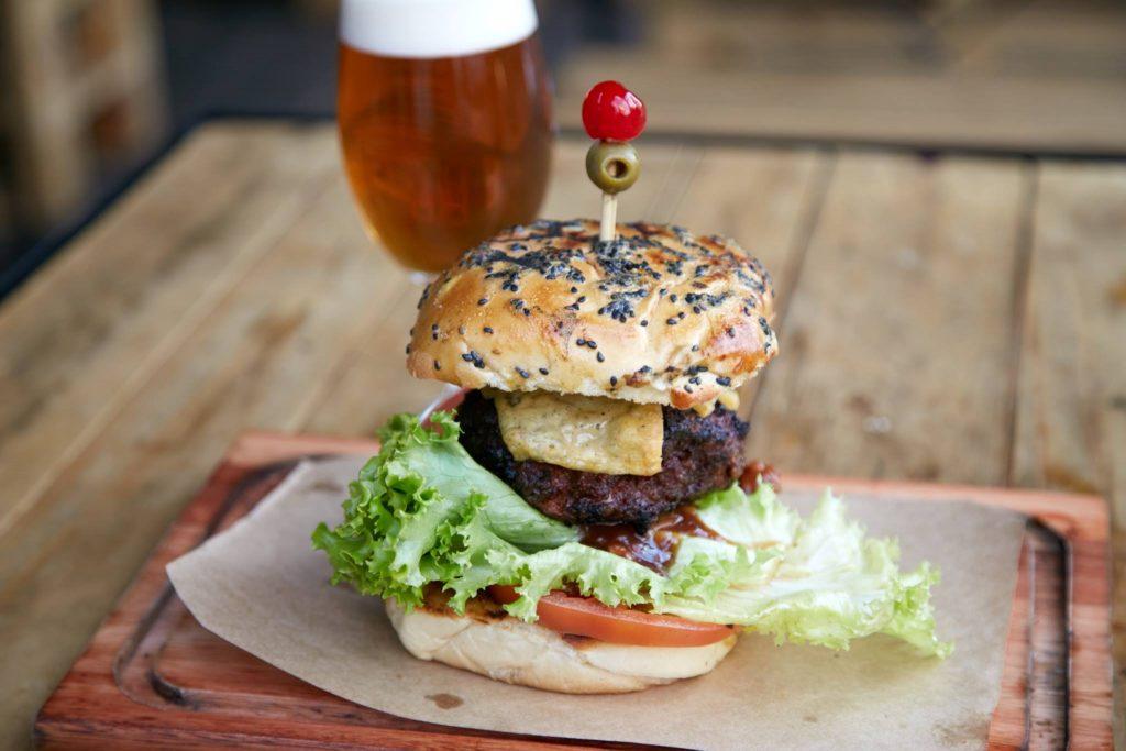 No Hops, hambúrguer sai por R$ 17 na segunda e terça-feira | Foto: Divulgação