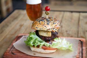 No Hops, hambúrguer sai por R$ 17 na segunda e terça-feira   Foto: Divulgação