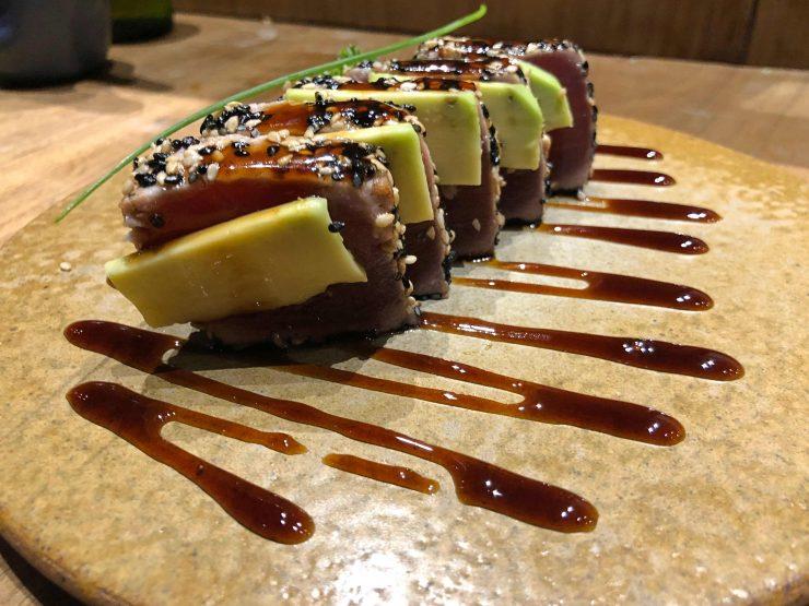 Atum com avocado é destaque no cardápio do Kozu | Foto: Luísa Gomes/Mais Cinco