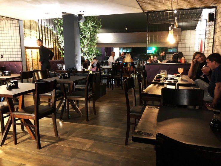 Interior do restaurante Taji Japanese Cuisine | Foto: Luísa Gomes/Mais Cinco