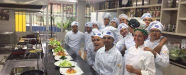 Cozinha e Voz promove inclusão de travestis e transexuais no mercado da gastronomia em Goiás