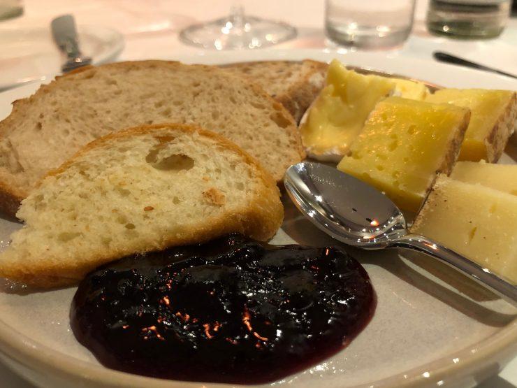 Queijos no restaurante Magna em Goiânia | Foto: Luísa Gomes/Mais Cinco