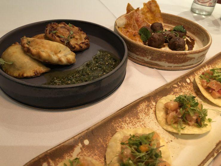 Entradas no restaurante Magna em Goiânia | Foto: Luísa Gomes/Mais Cinco