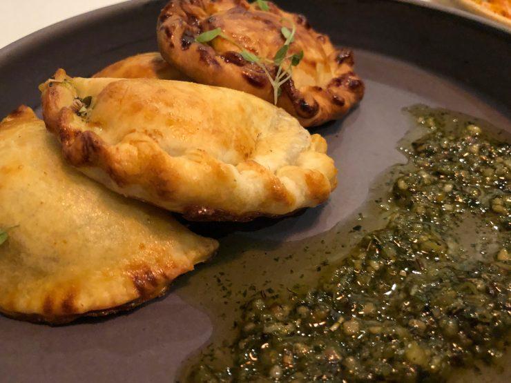 Empanadas no restaurante Magna em Goiânia | Foto: Luísa Gomes/Mais Cinco