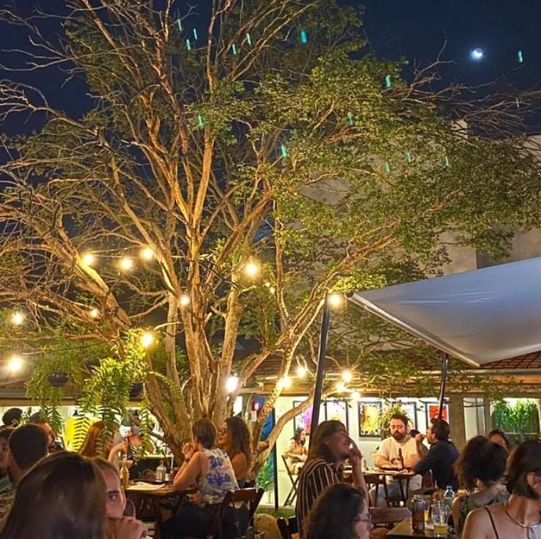Bar e restaurante de Goiânia oferece caipirinha a quem acertar percentual de eliminação da Karol Conká no BBB | Foto: Montagem/Divulgação TV Globo