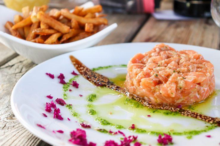 Tartar de salmão: aprenda a preparar essa versão da receita   Foto: Divulgação/Comitê Umami