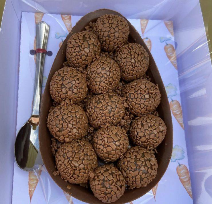Ovo de chocolate Delicias da Si Confeitaria