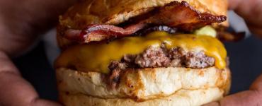 A Eat 1877 é uma das opções com smash burger em Goiânia | Foto: Divulgação