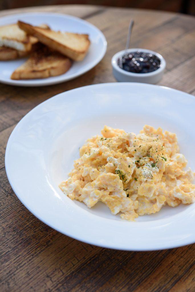 Prato com ovos mexidos é opção de café da manhã em Goiânia