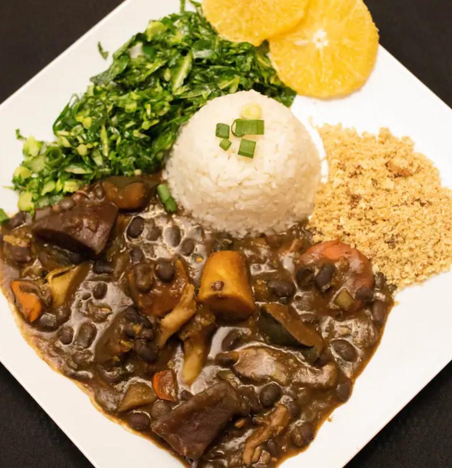 Gnomo Restaurante serve feijoada vegana em Goiânia