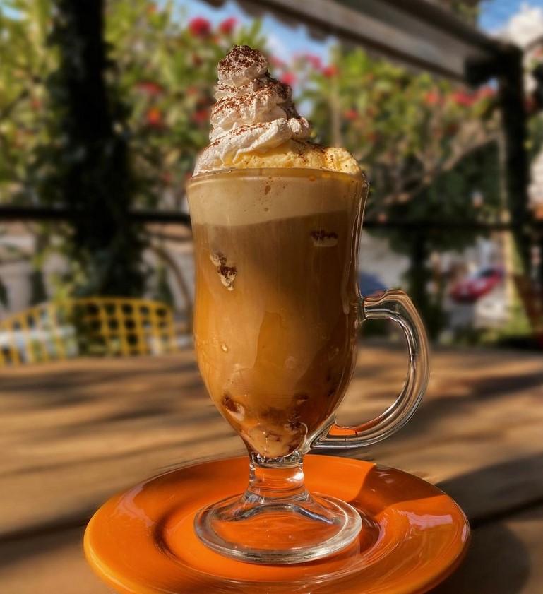Café Cariño trabalha com opções de café gelado em Goiânia