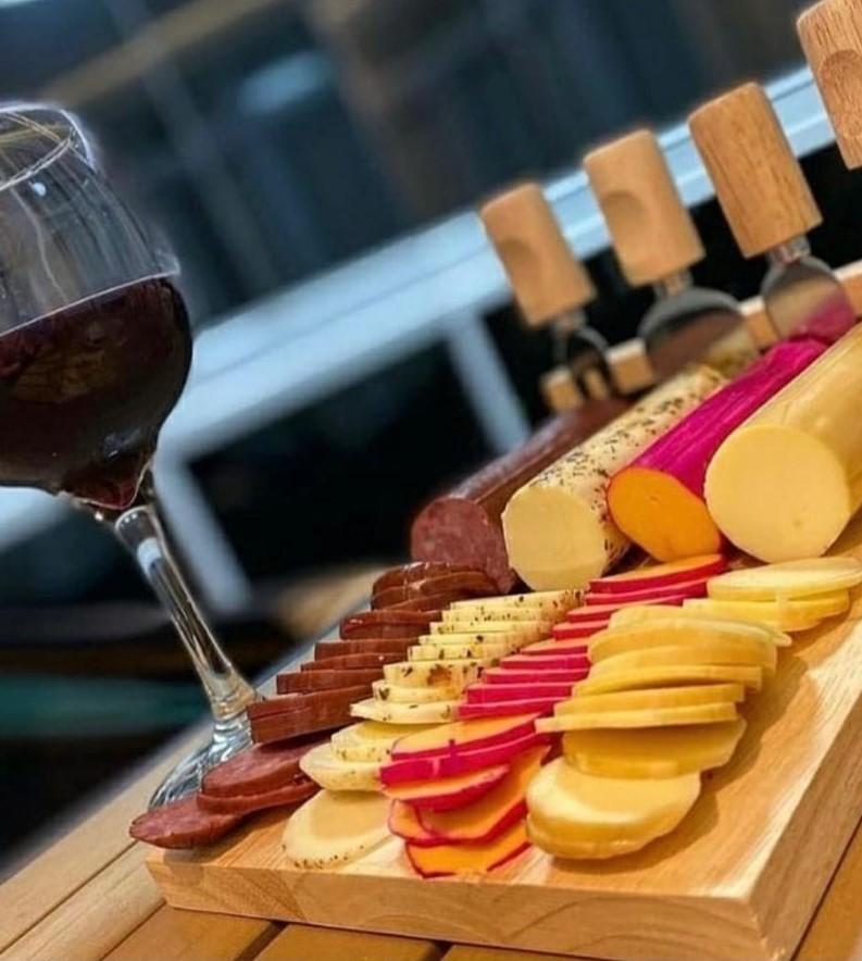 Kit de queijos da Lá de Minas, opção entre as queijarias em Goiânia